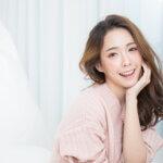 白い歯が特徴的な女性の写真|アインの集客マーケティングブログ