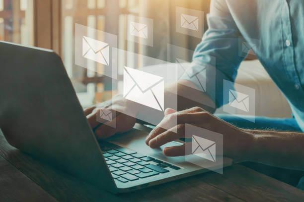 メールとパソコン|アインの集客マーケティングブログ